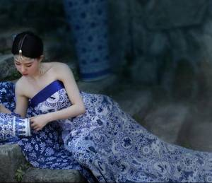 掀起衣服含着乳 杨雨婷的生活